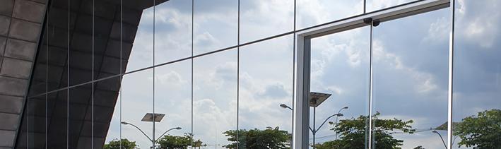 Porta automática linha SS8000 pela de vidro