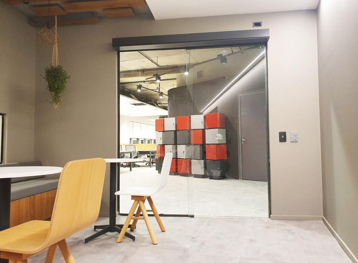 Portas automáticas para áreas corporativas