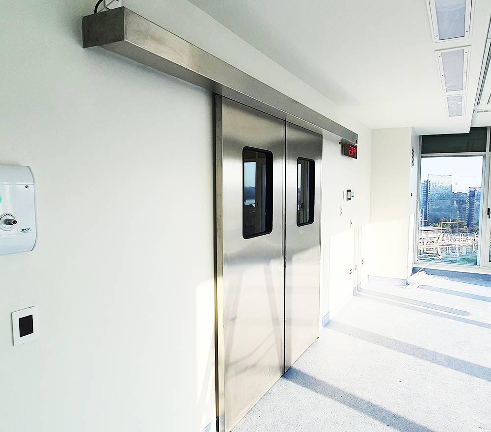 Porta automática para centros cirúrgicos