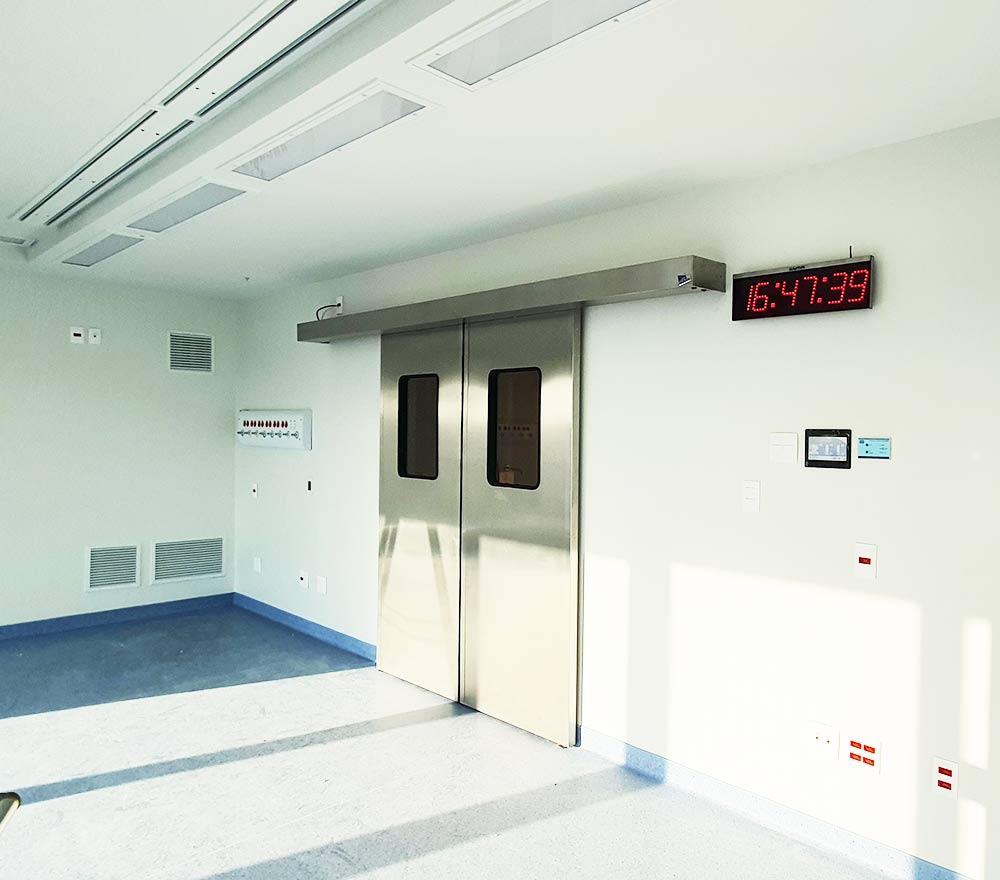 Portas deslizantes em aço inox para centros cirúrgicos